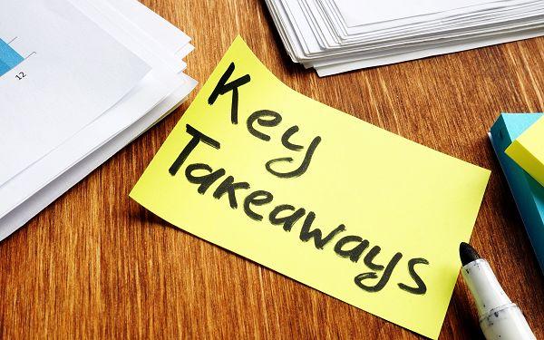 Key takeaways text on post-it note
